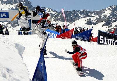 Graham Watanabe (red) out in front during the small final of the opening World Cup snowboardcross competition in Valle Nevado Chile. Watanabe finished fifth overall (credit: Oliver Krause/FIS)